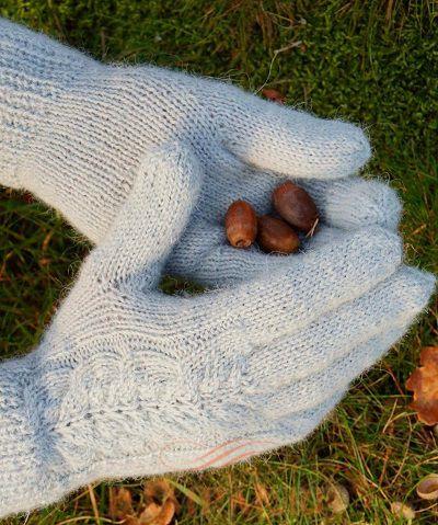 перчатки с рисунком